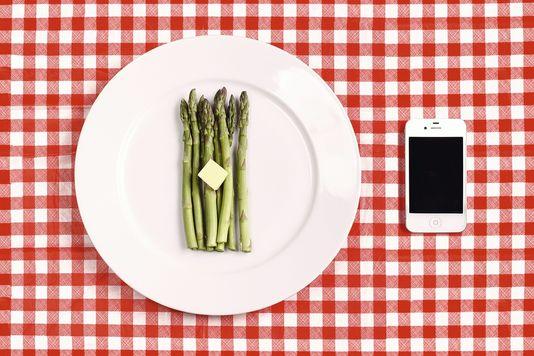 Savoir-vivre – Peut-on photographier ses plats au restaurant?