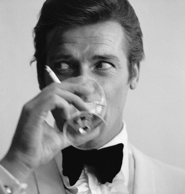 homme moderne - cigarette