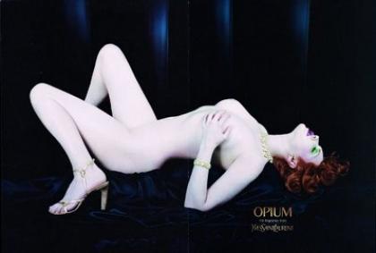 Le luxe se doit t-il d'être toujours classe? Pub Yves Saint Laurent Opium (Sophie Dahl 2002