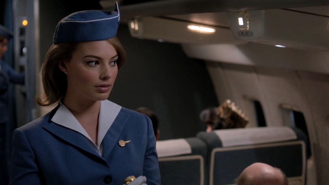 Margot Robbie est Laura Cameron dans Pan Am