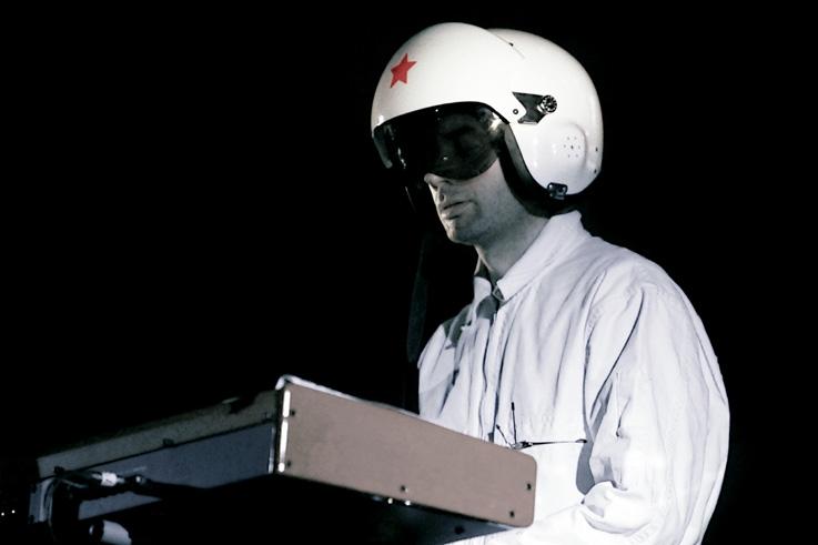 Si il à l'air d'un pilote de formule 1, Cascadeur n'en demeure pas moins un artiste hors du commun