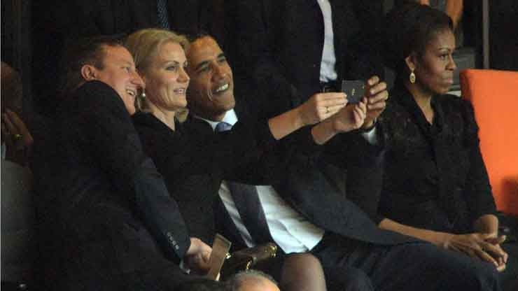 Obama pris en flagrant délit de selfie
