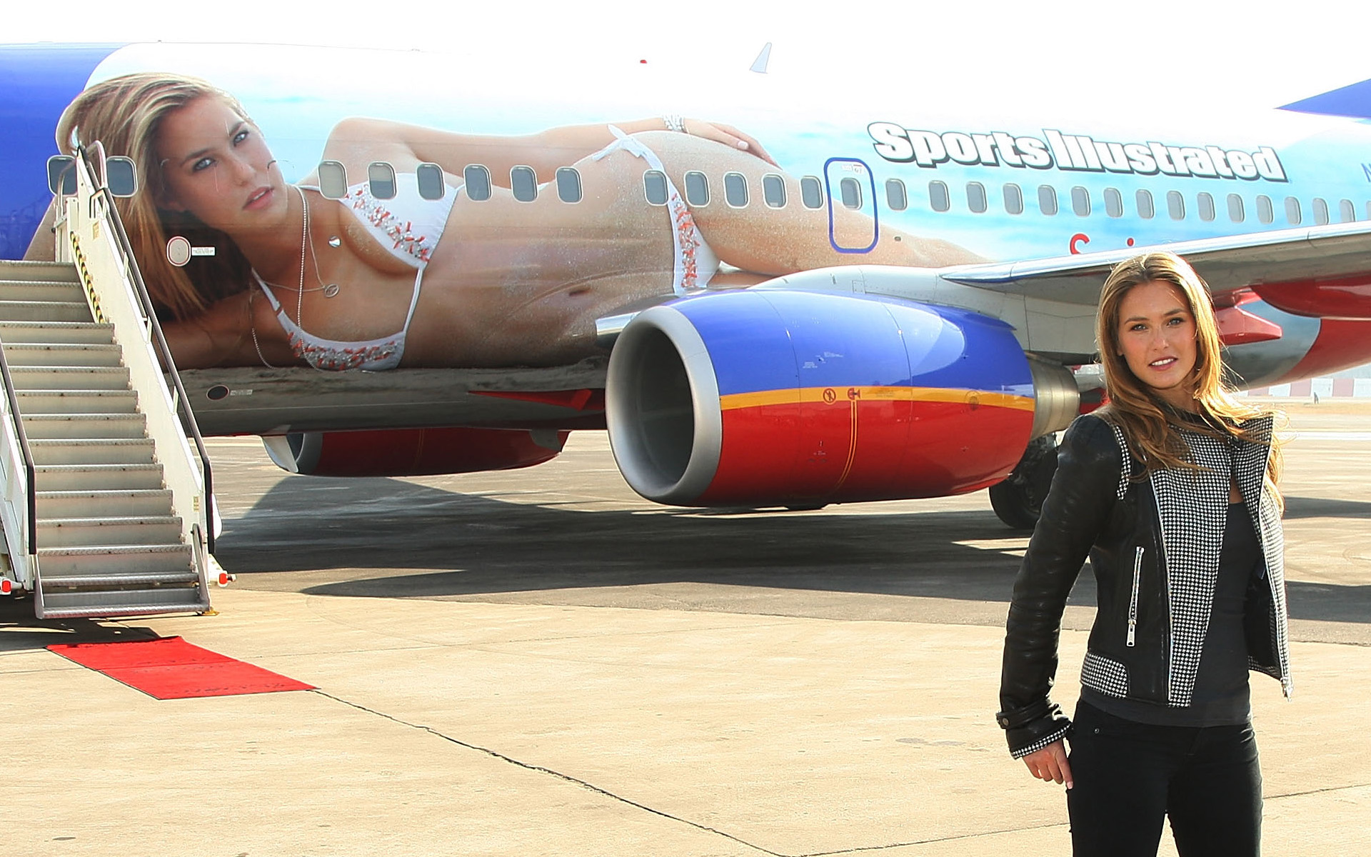 Bar Refaeli devant son Boeing 737 pour Sports Illustrated