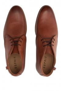 - Chaussures en cuir à lacets