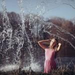 eau-magique-lac-blonde-femme