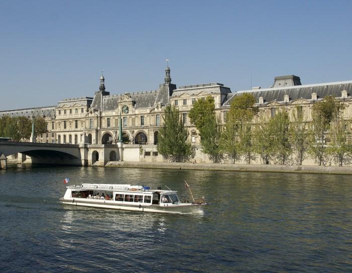 5 raisons d'organiser un diner croisière à Paris cet Été