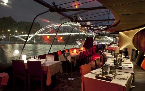 Un diner croisière sur mesure à Paris