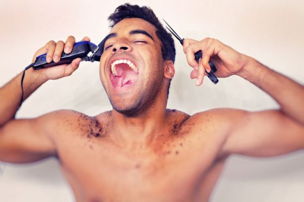 couper ses cheveux seul
